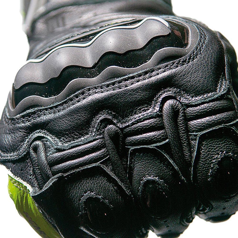 algunos guantes cuentan con refuerzos de plasticos resistentes