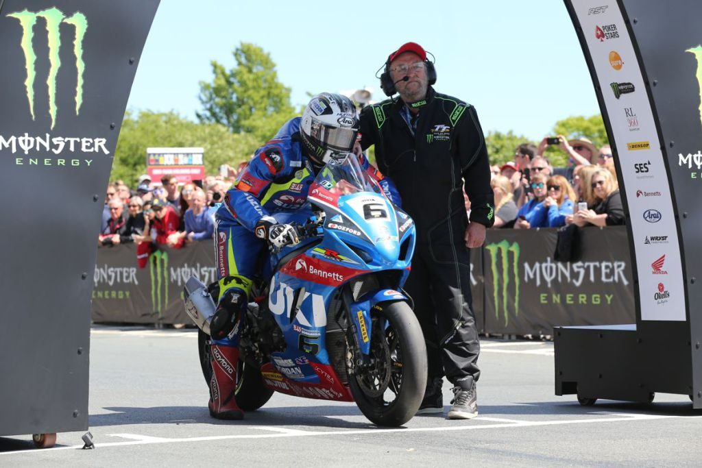 Michaerl Dunlop en la Salida del Tourist Trophy 2017